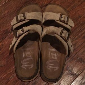 MAD LOVE FOOTBED TAN SANDALS